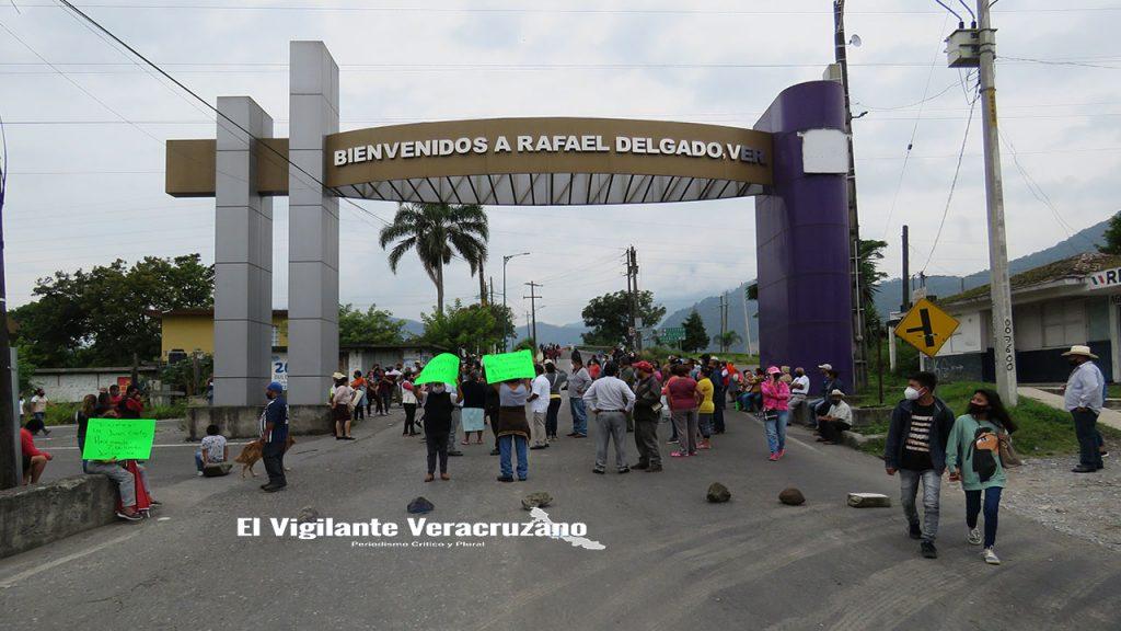 habitantes de jalapilla bloquean la carretera federal orizaba-zongolica