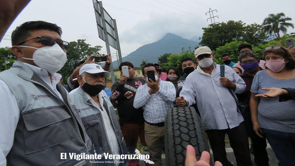 habitantes de jalapilla bloquean la carretera federal orizaba-zongolica02