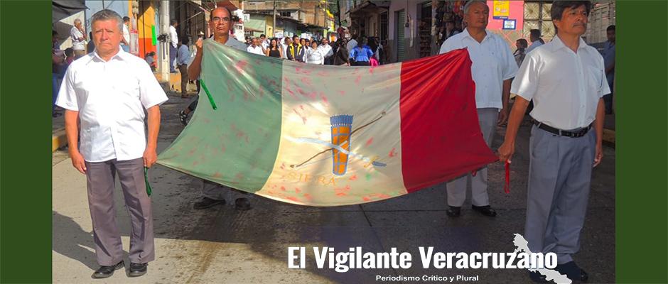 bandera siera en desfile de zongolica