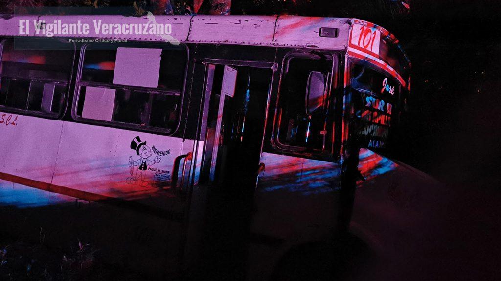 Se accidenta autobús sobre la carretera Magdalena-Rafael Delgado