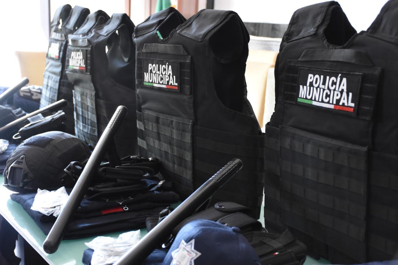 Equipan a Policías Municipales de Fortín de las Flores