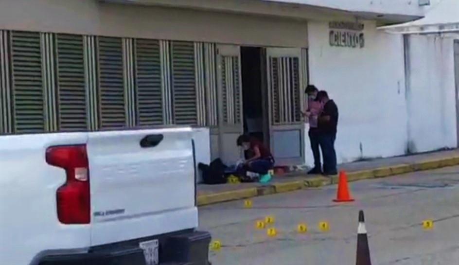 Hombres armados atacan a Fiscalía de Coatzacoalcos01