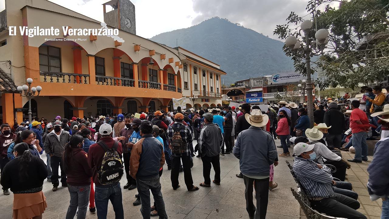 Exigen separación del cargo del alcalde de Zongolica Juan Carlos Mezhua Campos