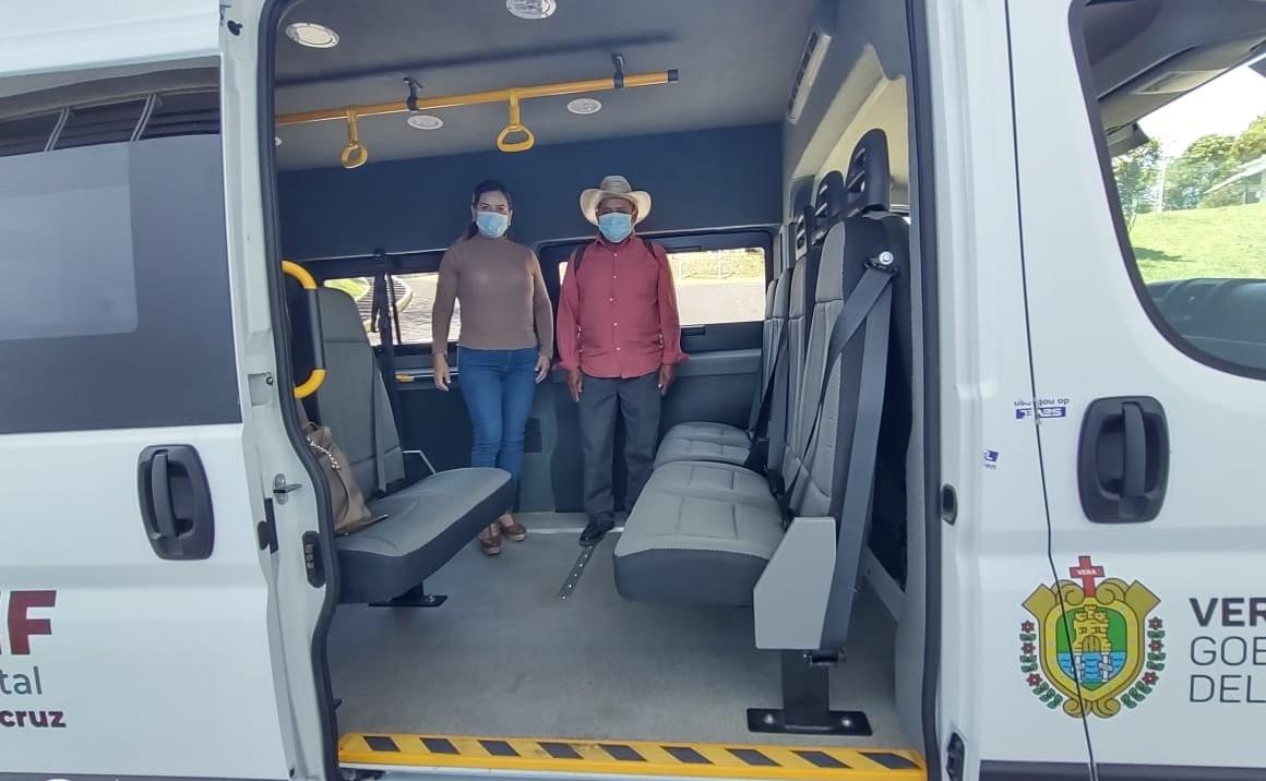 Dif Estatal entrega un vehículo adaptado al Dif municipal de Zongolica