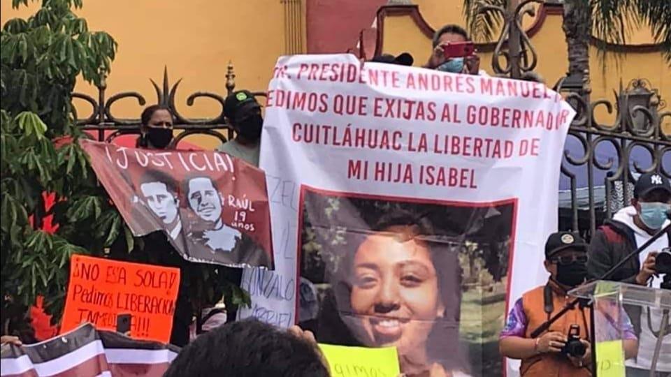 Corina Villegas arranca su campaña con el pie izquierdo, entre gritos y reclamos
