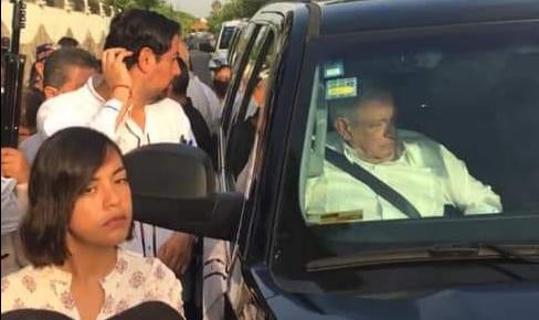 CNTE retiene por más de 2 horas al Presidente de la República Andrés Manuel López Obrador