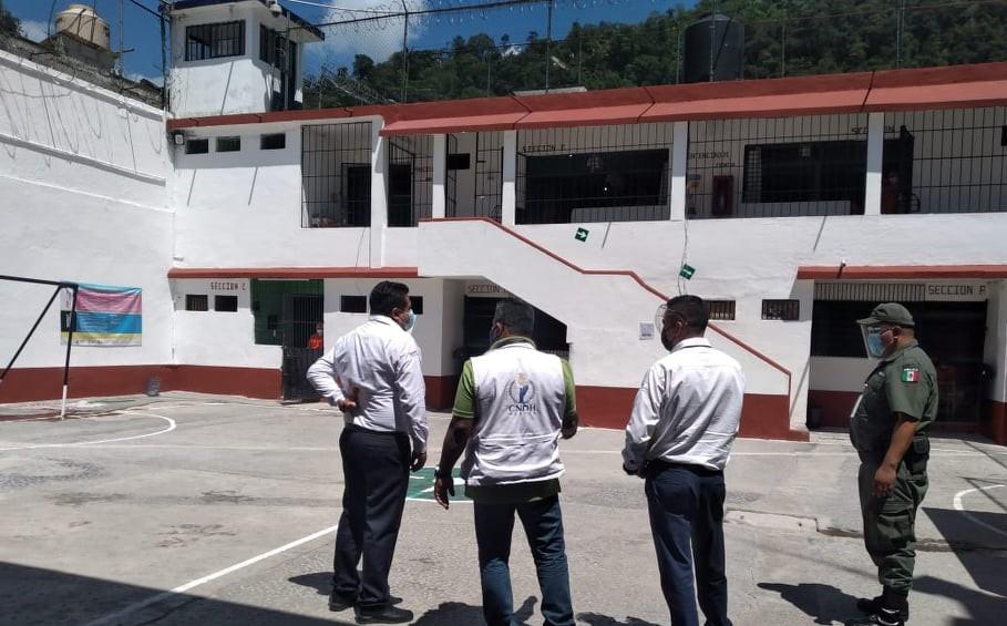 Personal de la CNDH supervisa el cereso de Zongolica