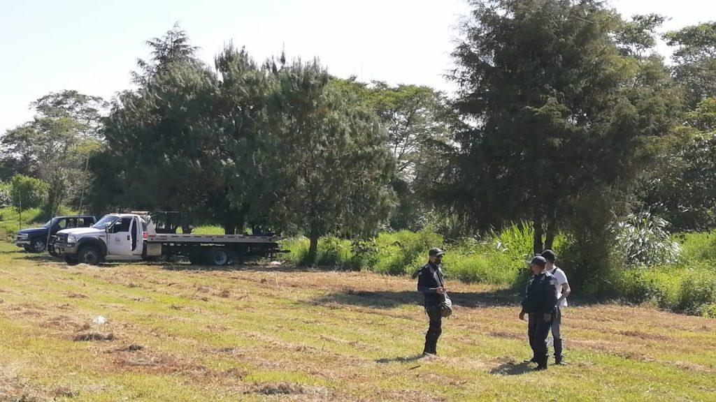 Hallan asesinado a un hombre cerca de un vehículo incendiado, en Palmira